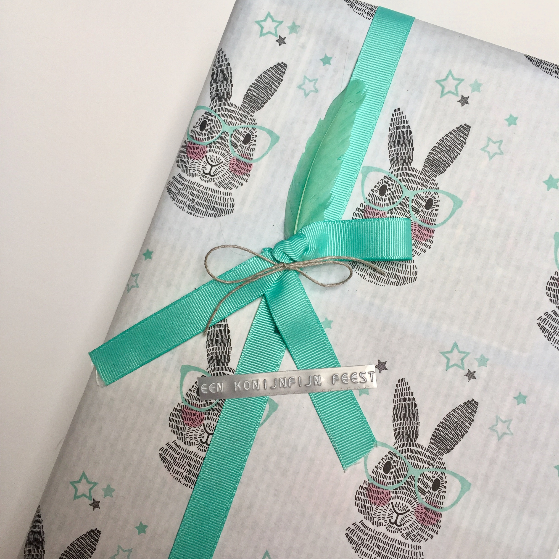 Cadeautje Inpakken Konijntjes Folie Confetti
